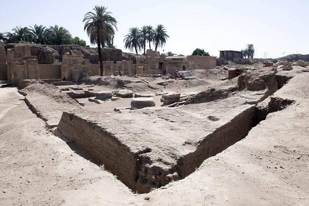 Luksor_Archeolodzy_posag_5660700